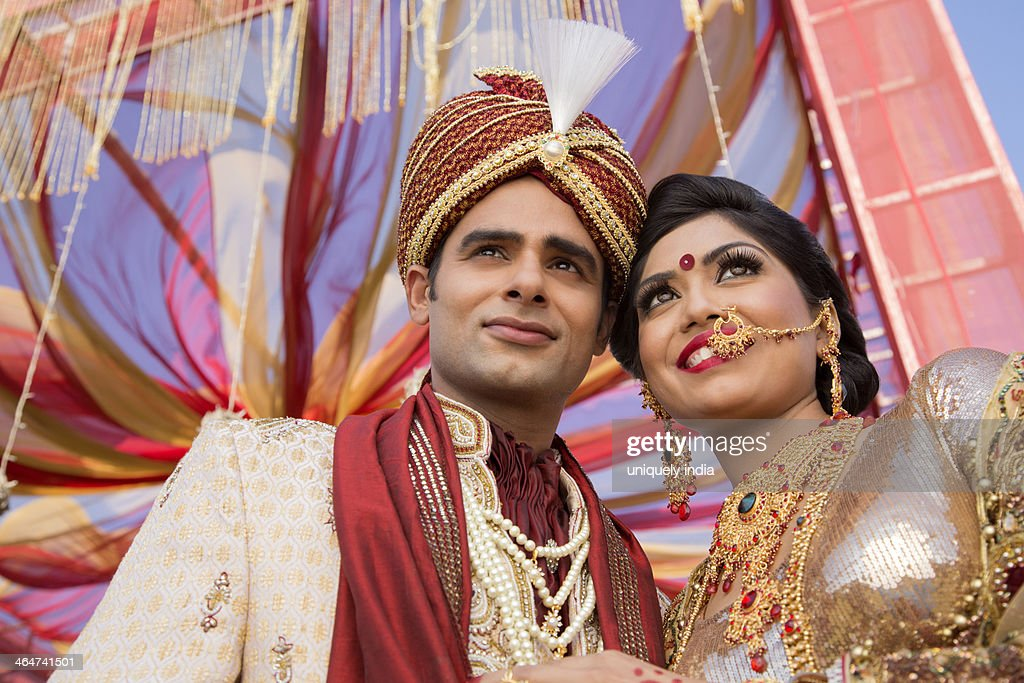 9ecc9ff776 Indian Bride And Groom In Traditional Wedding Dress Stock Photo ...