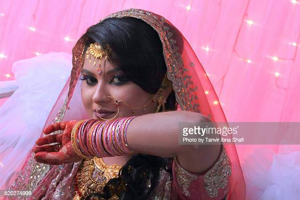 indian bride posing in her marriage ceremony - bangladeshi wedding stock photos and pictures