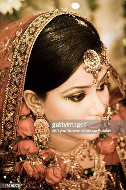 indian bride with flower jewellaries - bangladeshi bride stock photos and pictures