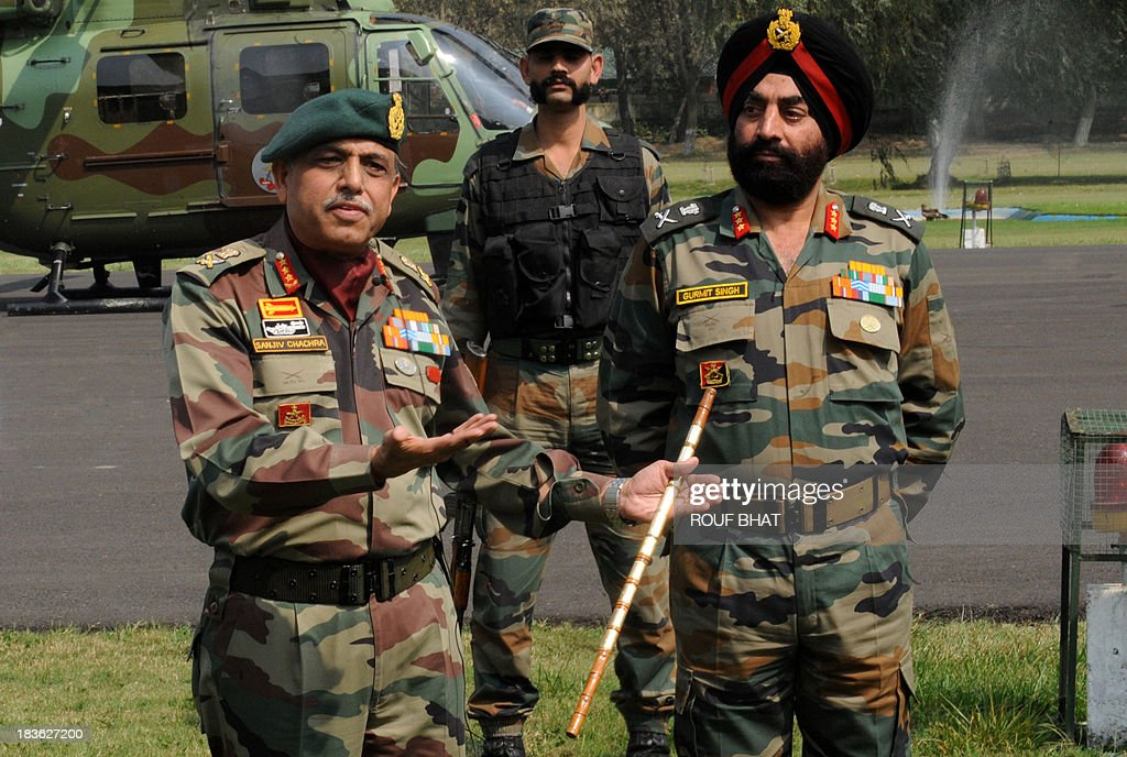 Indian Chief of Northern Command, Lt General Sanjiv Chachra (L), speaks during a press conference at the Army headquarters in Srinagar on October 8, 2013. Indian army called off a two-week long battle with suspected rebels killing eight of them near the defacto border in Kashmir that divides the territory between India and Pakistan. AFP PHOTO/ Rouf BHAT