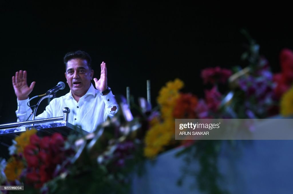 Indian cinema actor Kamal Hassan gestures as he addresses the audience during the launch of his new political party 'Makkal Needhi Mayyam' in Madurai on February 21, 2018. / AFP PHOTO / Arun SANKAR