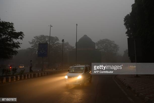 Indian commuters drive amid heavy smog in New Delhi on November 8 2017 Delhi shut all primary schools on November 8 as pollution levels hit nearly 30...