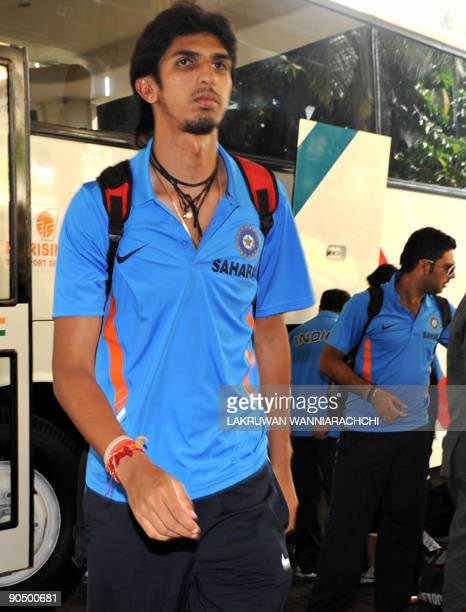 Indian cricketer Ishant Sharma arrives with his team in Colombo on September 9 2009 India New Zealand and Sri Lanka began a oneday international...
