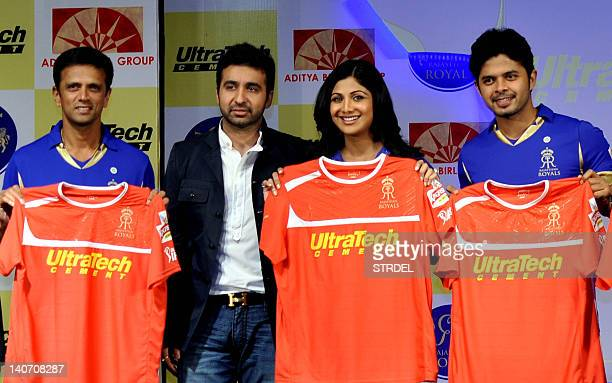 Indian cricketer Rahul Dravid Raj Kundra and his wife Indian Bollywood actress Shilpa Shetty and cricketer Sreesant unveil the IPL 2012 Rajsthan...