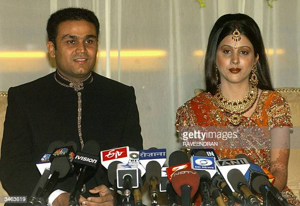 Indian cricketer Virender Sehwag and new wife Aarti Ahlawat address a press conference at their wedding reception in New Delhi 24 April 2004 The pair...