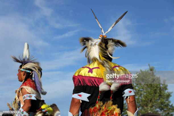 indian dancers at plains indian museum pow-wow - rainer grosskopf ストックフォトと画像