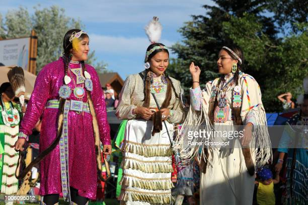 indian dancers at plains indian museum pow-wow - rainer grosskopf stock-fotos und bilder