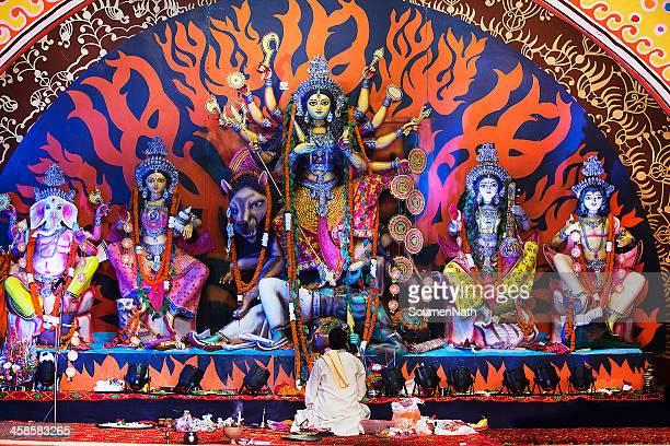 indian divindade:  deusa durante de durga puja celebrações. - dussehra - fotografias e filmes do acervo