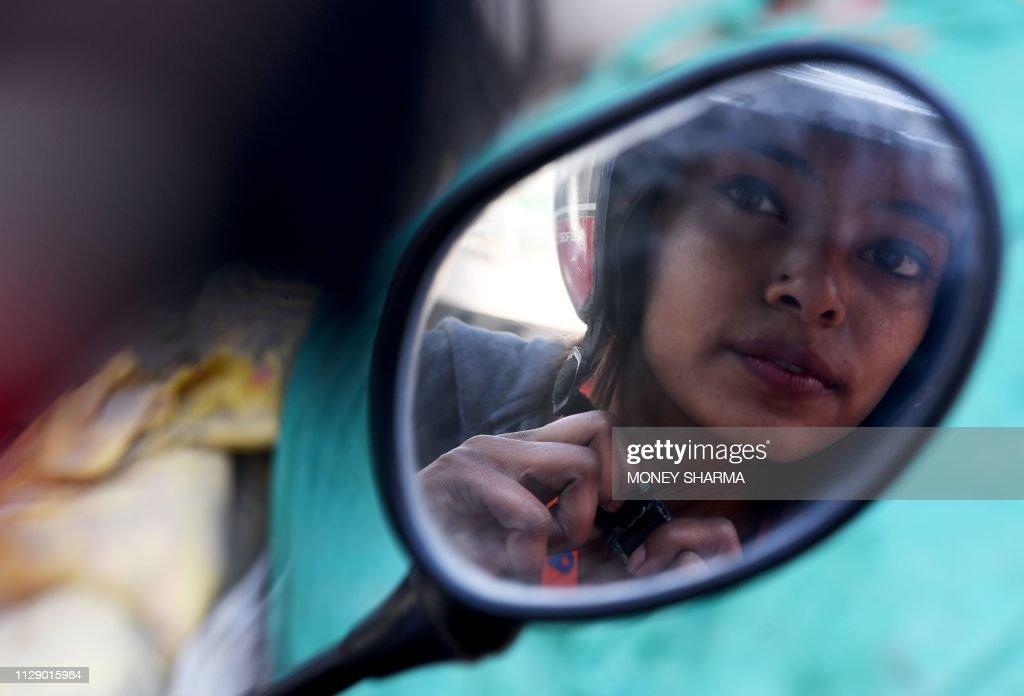TOPSHOT-INDIA-ECONOMY-SOCIETY-INTERNATIONAL-WOMEN'S DAY : News Photo
