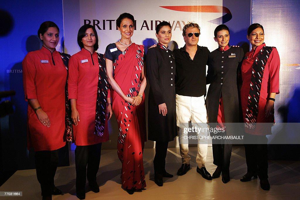 Indian designer Rohit Bal (3R) poses wit : News Photo