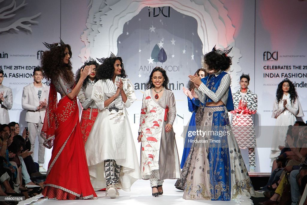 Indian Fashion Designer Anju Modi Walks On The Ramp With Models News Photo Getty Images