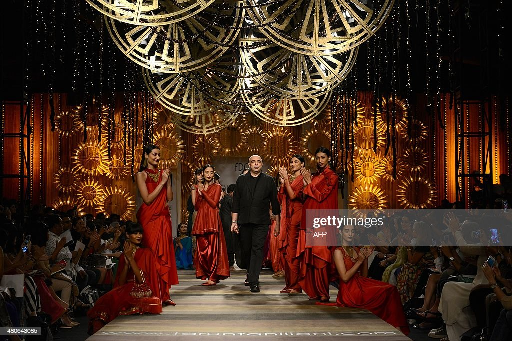 Indian Fashion Designer Tarun Tahiliani Appears With Models News Photo Getty Images