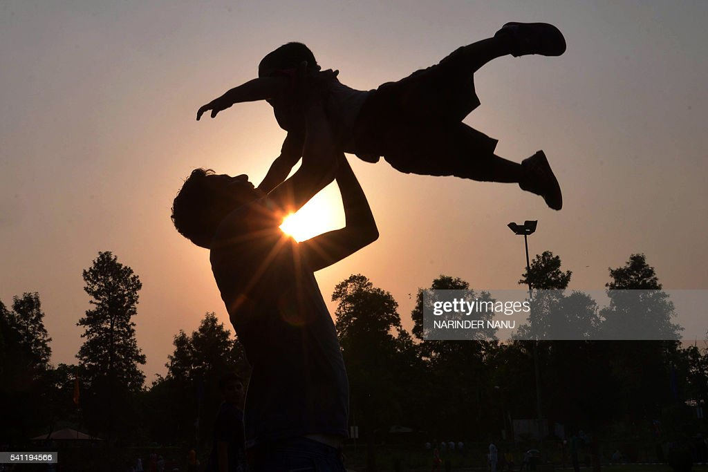 INDIA-FAMILY-FATHER : News Photo