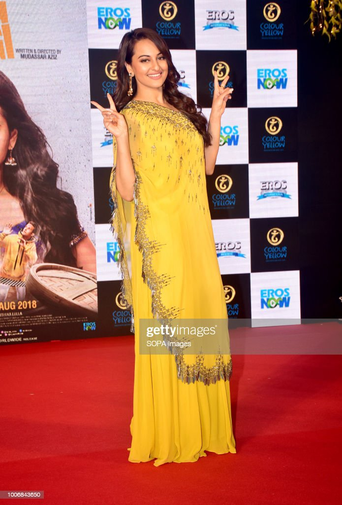 Indian film actress Sonakshi Sinha pose on the trailer launch of upcoming film `Happy Phirr Bhag Jayegi` at hotel Novotel Juhu in Mumbai