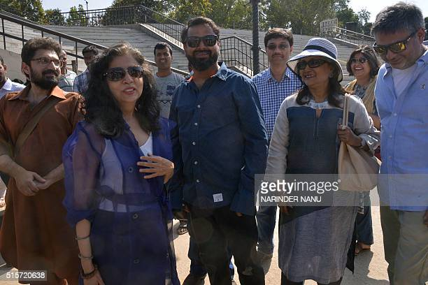 Indian film directors Aparna Sen Nikkhil Advani and Pakistani film directors Sabiha Sumar Farjad Nabi arrive at the IndiaPakistan Wagah Border on...