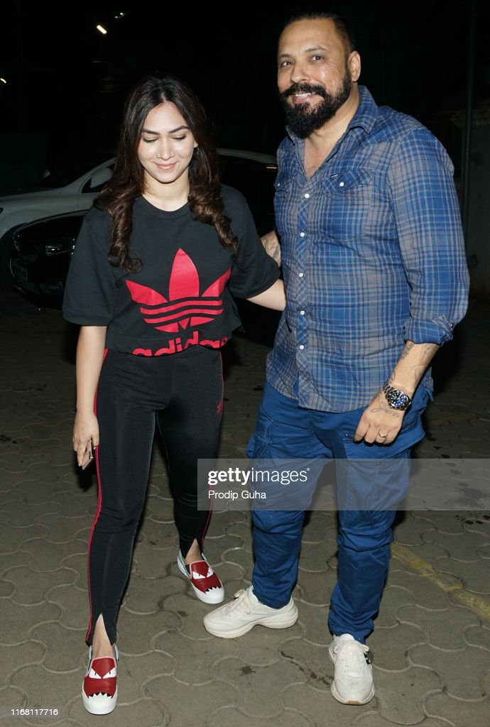 Indian Film Producer Bunty Walia And His Wife Vanessa Parmar Attends News Photo Getty Images Medias and tweets on bunty_walia ( bunty s walia ) ' s twitter profile. https www gettyimages com detail news photo indian film producer bunty walia and his wife vanessa news photo 1168117716