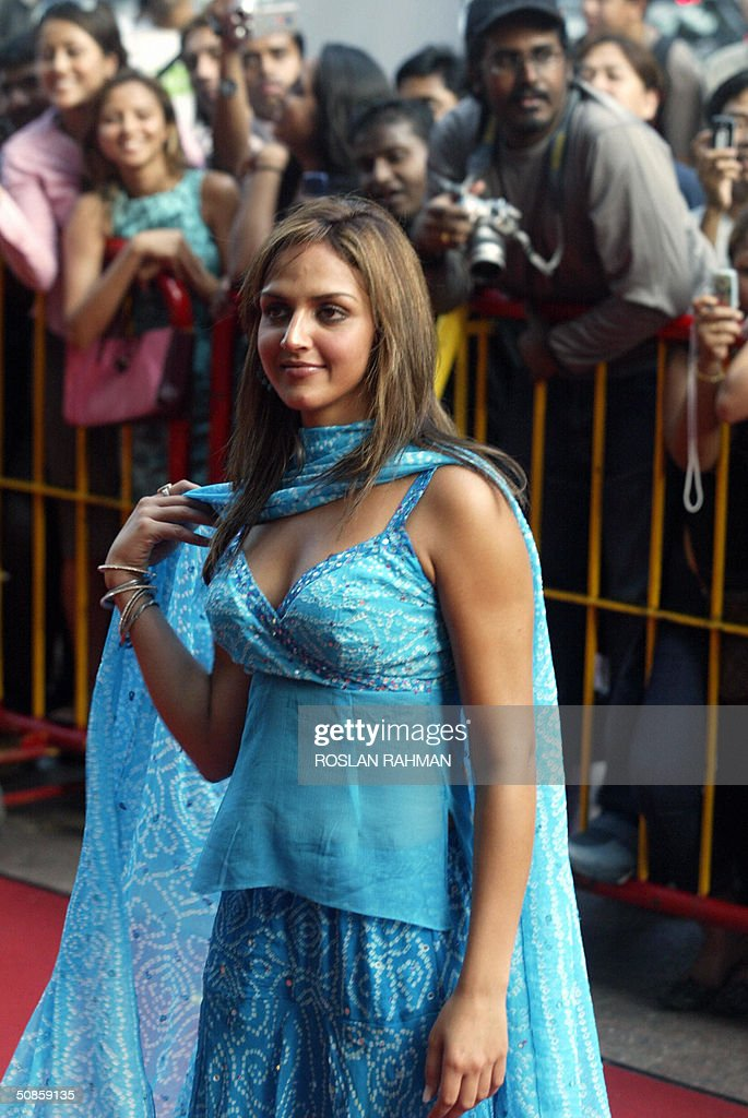 Indian film star actress Esha Deol poses for photographers upon arrival for the 5th International Indian Film Academy (IIFA) Premier in Singapore 20 May 2004.