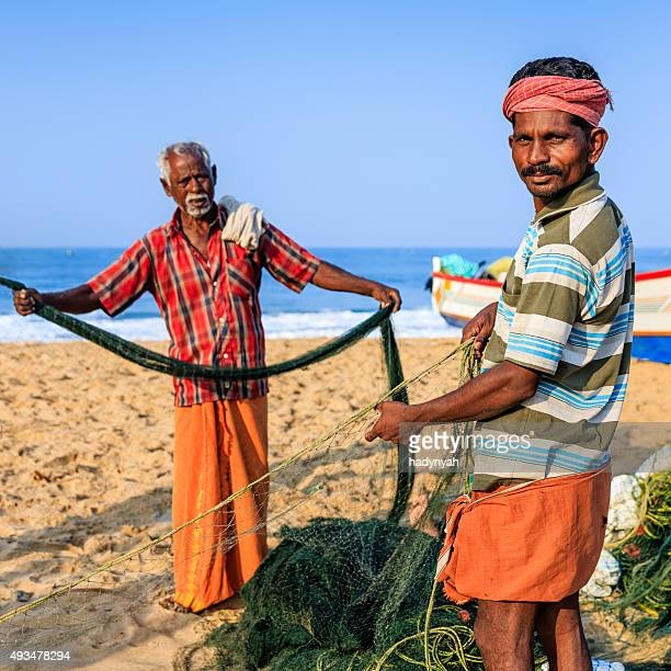 Indian pescadores preparar la pesca de NET, Kerala, India
