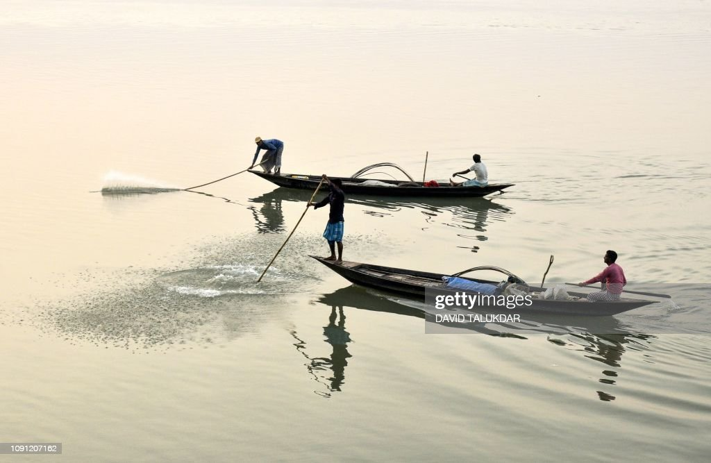TOPSHOT-INDIA-ECONOMY-FISHING : News Photo