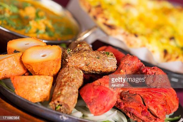 indian food: tandoori mix grill with aloo gobi and naan - chicken tikka stock photos and pictures