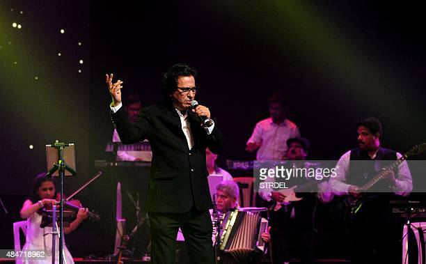 Indian ghazal and playback singer Talat Aziz sings during the Bollywood 'Yeh Shaam Mastani music event in Mumbai on August 20 2015 AFP PHOTO / STR