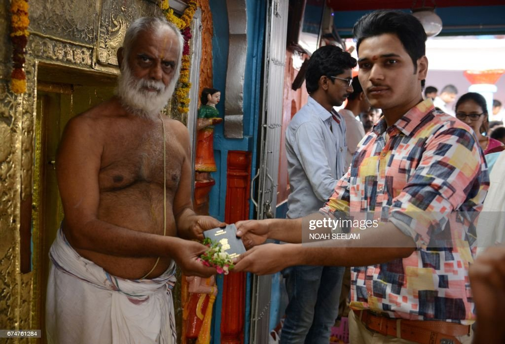 INDIA-RELIGION-HINDUISM-VISA : News Photo
