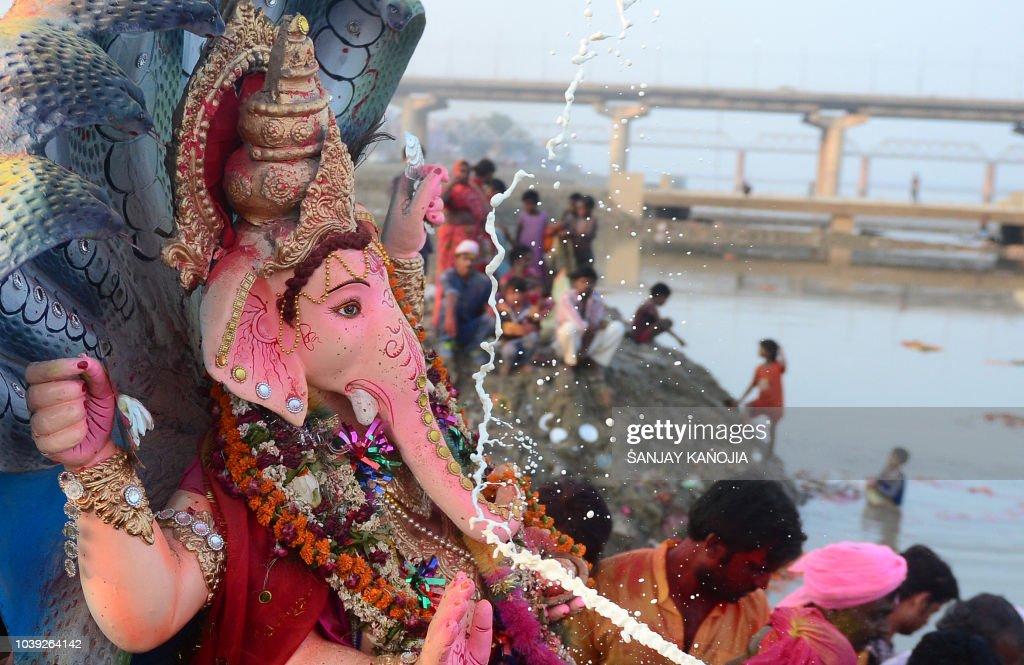 INDIA-RELIGION-HINDU-FESTIVAL : News Photo