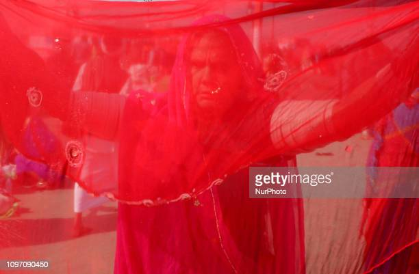 Indian hindu devotees dry up their clothes after taking holy dip at sangam, confluence of Ganges, Yamuna and mythological saraswati rivers on the...