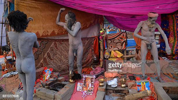Indian Hindu holy men smears ash at transit camp in Kolkata India on Thursday 5th January 2017 Indian Hindu holy man starts to gather at transit camp...