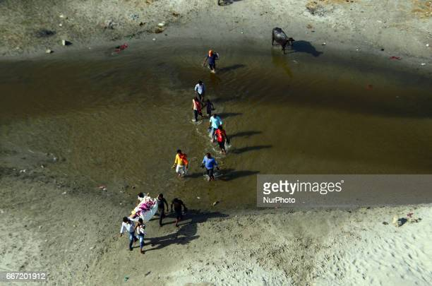 ganges river dead bodies - 612×405