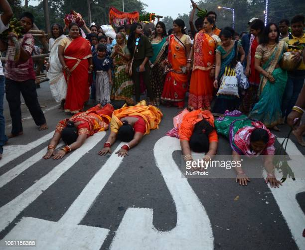 Indian Hindu women devotees performing the rituals of Chhath Puja on the banks of river Ganges in Kolkata India on Tuesday 13th November 2018 The...