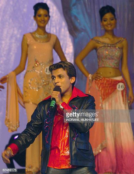 Indian idol fame singer Abhijit Sawant performs during the Pond's Femina Miss India 2005 final of the beauty pageant in Bombay late 27 March 2005 The...
