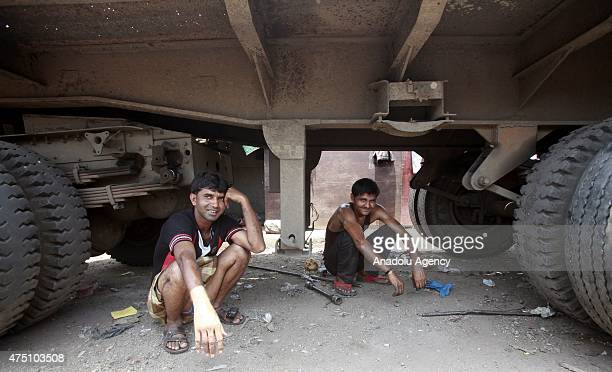 Indian laborers sit under a truck at a hot day in Mumbai on May 29, 2015. At least 1400 people have died in a major heatwave that has swept across...