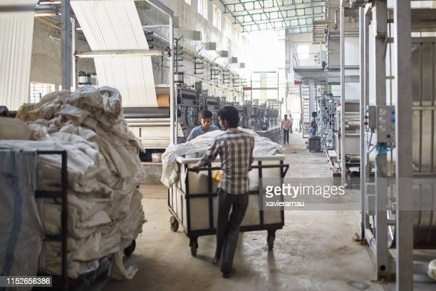 indian manufacturing workers pushing carts in a factory - maharashtra stock pictures, royalty-free photos & images