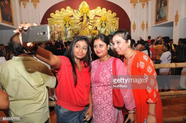 Indian mobile selfy with Durga IdolGoddess Durga wears 22kg GOLD designer sari worth Rs 65 crore Indian currencyDesigned by Kolkatabased fashion...