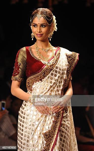 Indian model Amruta Patki presents a creation during the India International Jewellery Week 2014 in Mumbai on July 15 2014 AFP PHOTO/STR