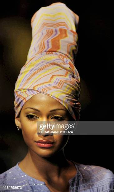 Indian model Carol Gracias displays an outfit by designer Satya Paul on the final day of Lakme India Fashion Week in Bombay 24 July 2003 The Lakme...