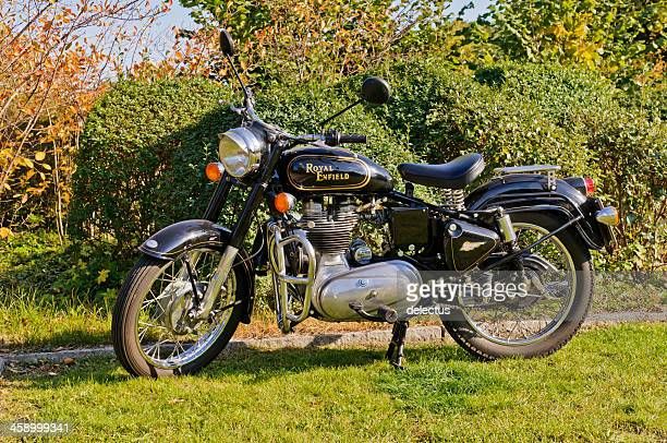 indian motorcycle royal enfield bullet - indian royal enfield stock pictures, royalty-free photos & images