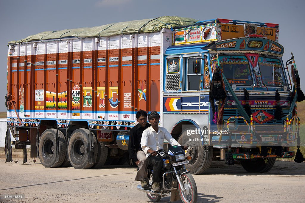 Indian Roads, Rajasthan, India : News Photo