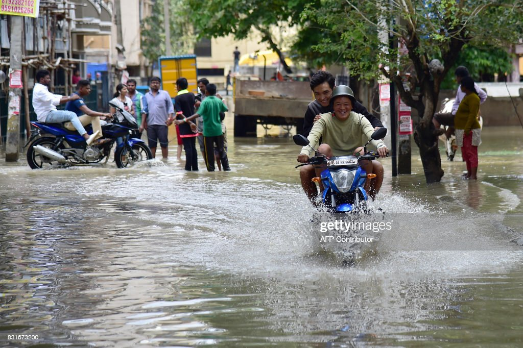 INDIA-WEATHER-RAINS-FLOODING : News Photo