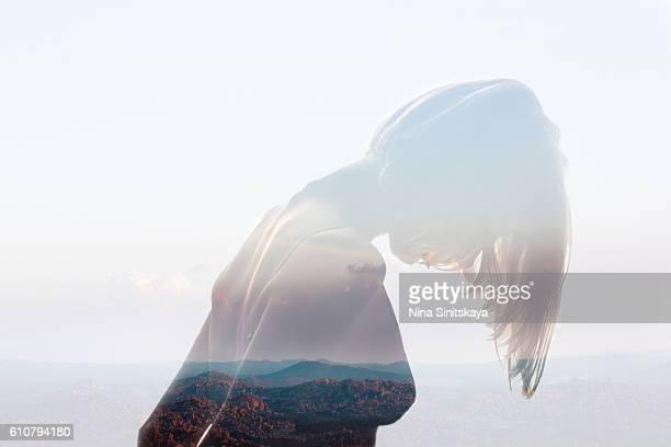 indian mountains view and woman's body - double exposure image - mujer desnuda naturaleza fotografías e imágenes de stock