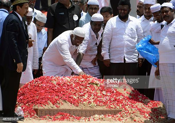 Indian mourners pay tribute to former Indian President APJ Abdul Kalam during his funeral ceremony at The Pei Karumbu Ground in Rameswaram on July 30...