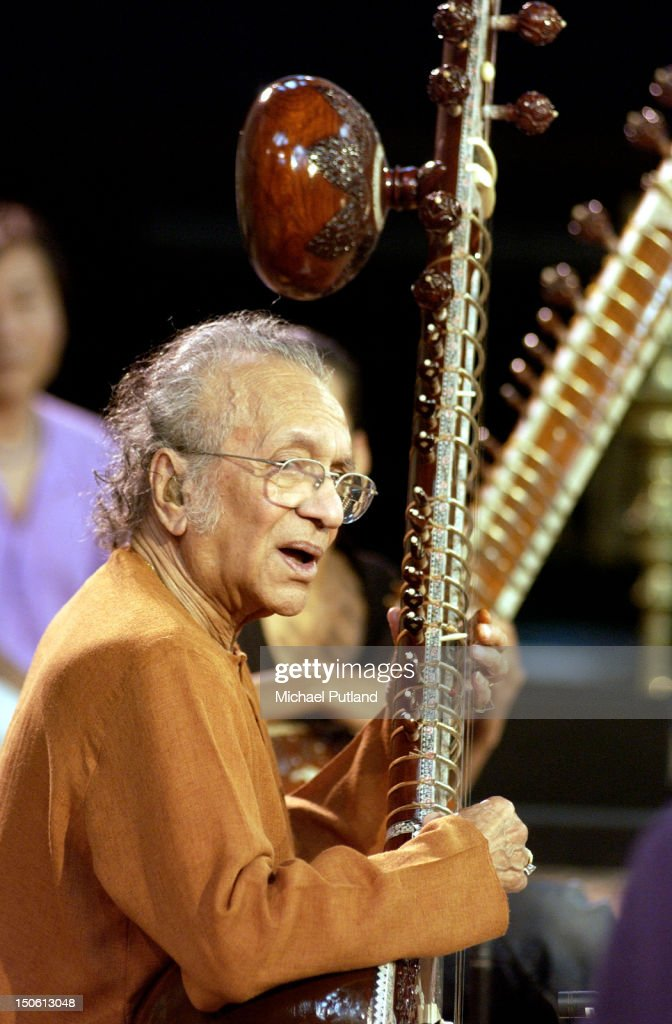 Ravi Shankar On Sitar : ニュース写真