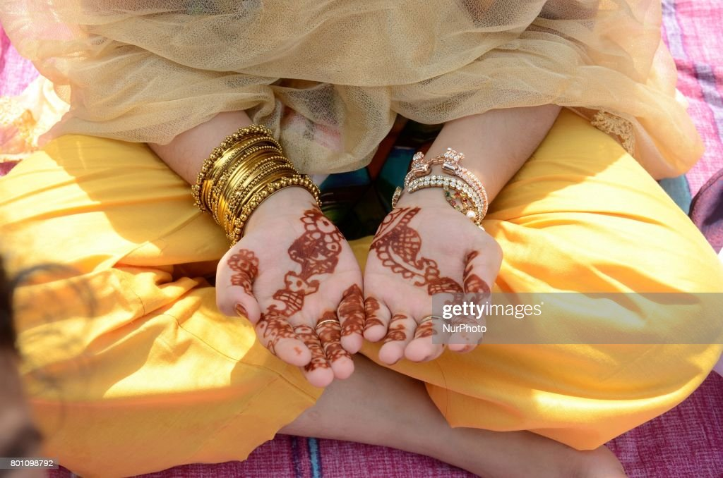 Top Operational Eid Al-Fitr 2018 - indian-muslim-girl-child-offering-the-eid-al-fitr-prayers-at-red-road-picture-id801098792  Gallery_551911 .com/photos/indian-muslim-girl-child-offering-the-eid-al-fitr-prayers-at-red-road-picture-id801098792