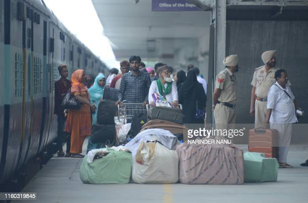 Indian Muslim passengers returning from Pakistan on the Samjhauta Express also called the Friendship Express unload their belongings after arriving...