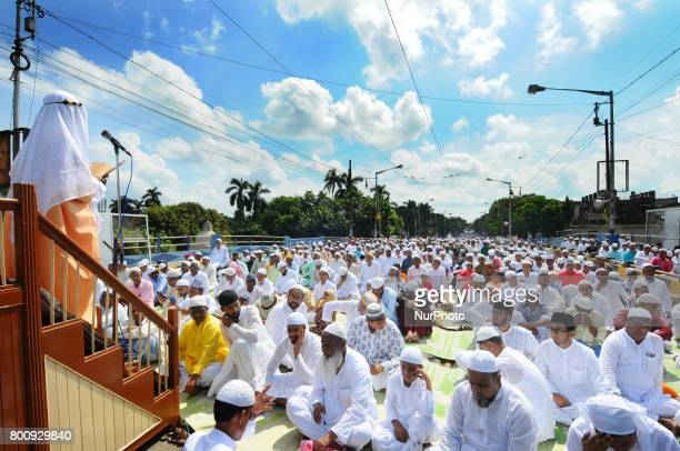 Indian Muslims offer prayers during Eid alFitr at Kolkata Fly Over on June 262017 in KolkataIndia Muslims around the world are celebrating the Eid...