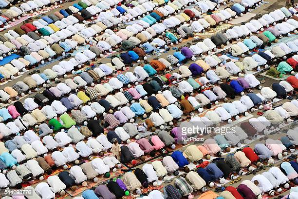 Indian muslims offering 'AlVida' namaz on the last Friday of the holy month of Ramzan at Badi Chopar in Jaipur on July 01 2016