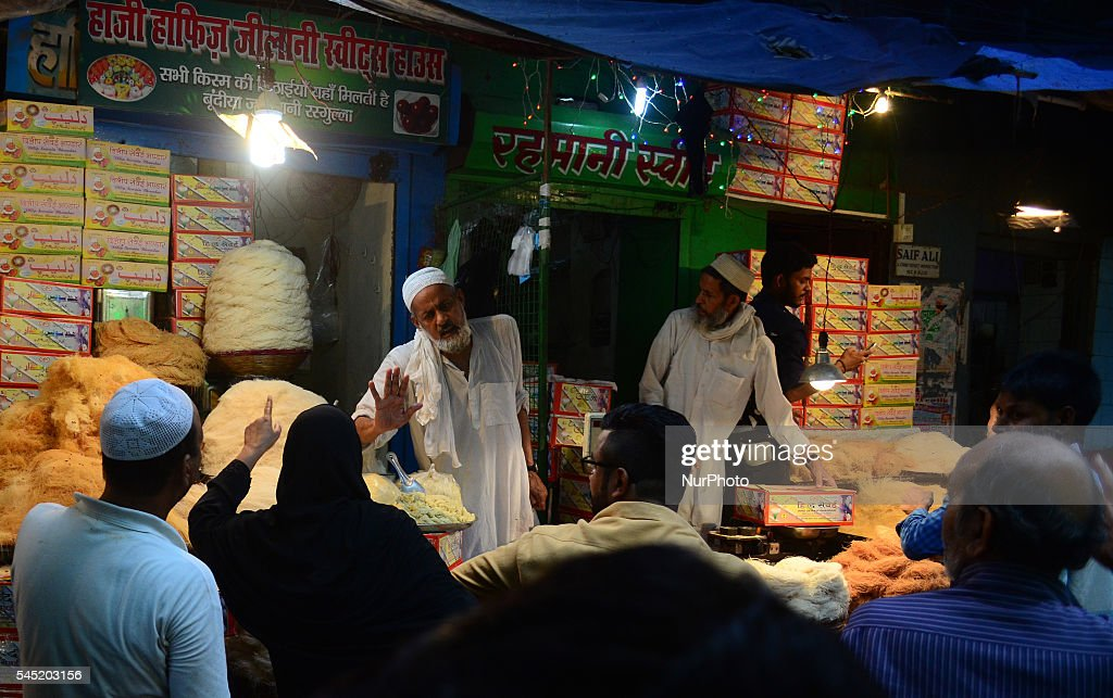 Best Traditional Eid Al-Fitr Feast - indian-muslims-shop-for-vermicelli-a-traditional-sweet-dish-in-a-picture-id545203156  Photograph_383466 .com/photos/indian-muslims-shop-for-vermicelli-a-traditional-sweet-dish-in-a-picture-id545203156
