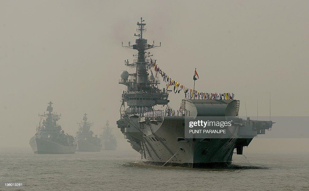 Indian Navy's aircraft carrier INS Viraa : News Photo