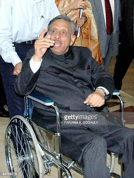Indian Oil Minister Mani Shankar Aiyar talks with Bangladeshi Oil Minister in Dhaka 05 September 2005 Bangladesh and India failed to mend their...